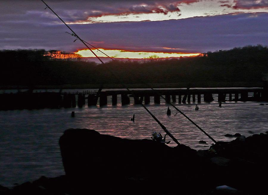 pier-sunset-fishingrod-small.jpg